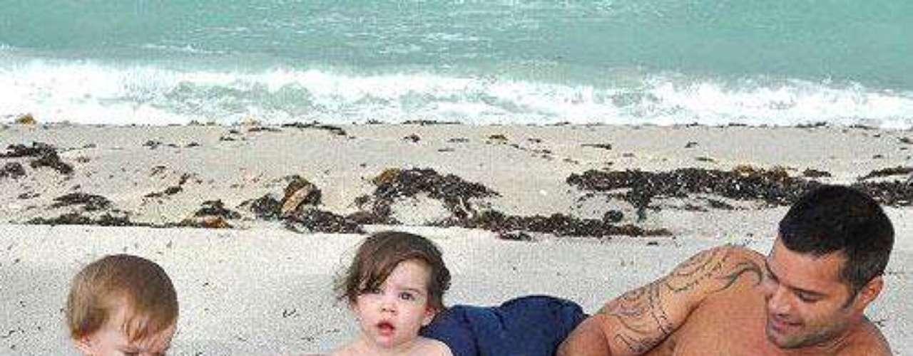 Papá Ricky en una tarde de playa con Mateo y Valentino