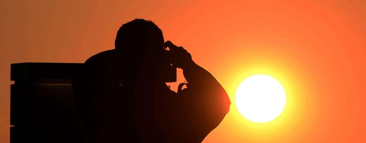 En 1663, el matemático James Gregory sugirió se podría hacer un cálculo más preciso de la distancia Tierra-Sol durante el tránsito de Venus si se hacían mediciones desde varios puntos de la Tierra.