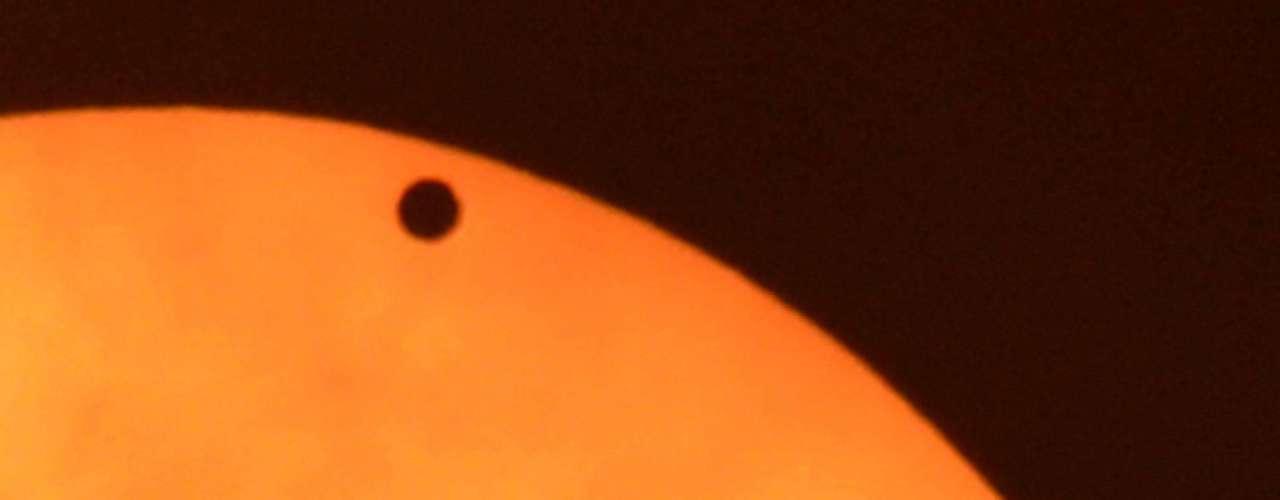Los tránsitos de Venus, considerados como una \