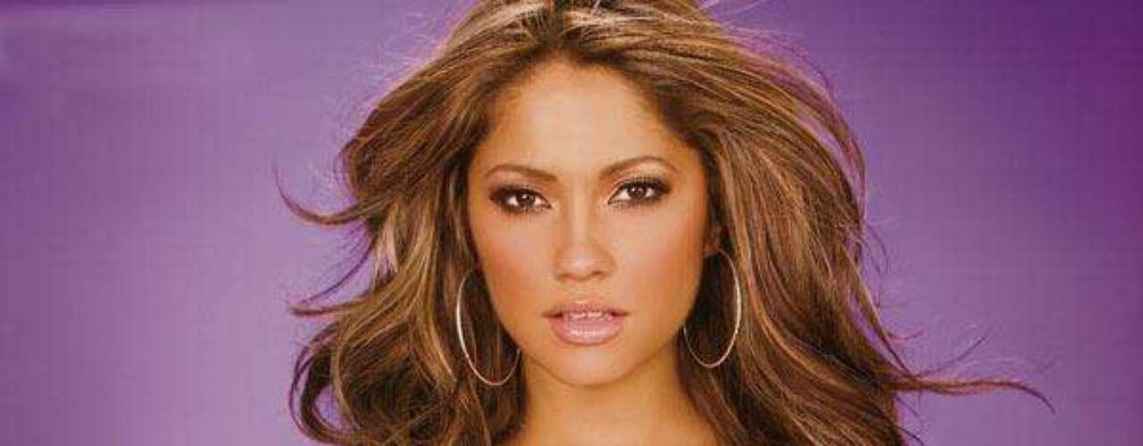De padre mexicano y madre franco-irlandesa su belleza exuberante ha sido la portada de revistas como Maxim.