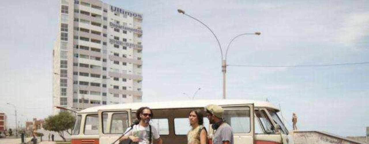 Quique Neira se paseó en la 4Track Combi junto a músicos de Tierra Sur y Laguna Pai.