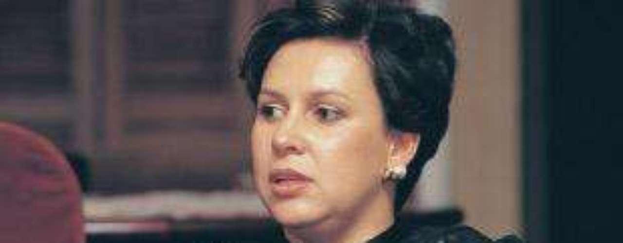 María Victoria Henao fue la esposa de Pablo Escobar durante 18 años. 'Escobar el patrón del mal' sigue dando de qué hablar, en esta ocasión la serie viene presentando a nuevos personajes de esta trascendental historia, que tienen un gran parecido en cuanto a la interpretación y el físico de las personas que fueron las protagonistas de estos hechos en la vida real. Conoce a los personajes reales y ficticios de esta historia.