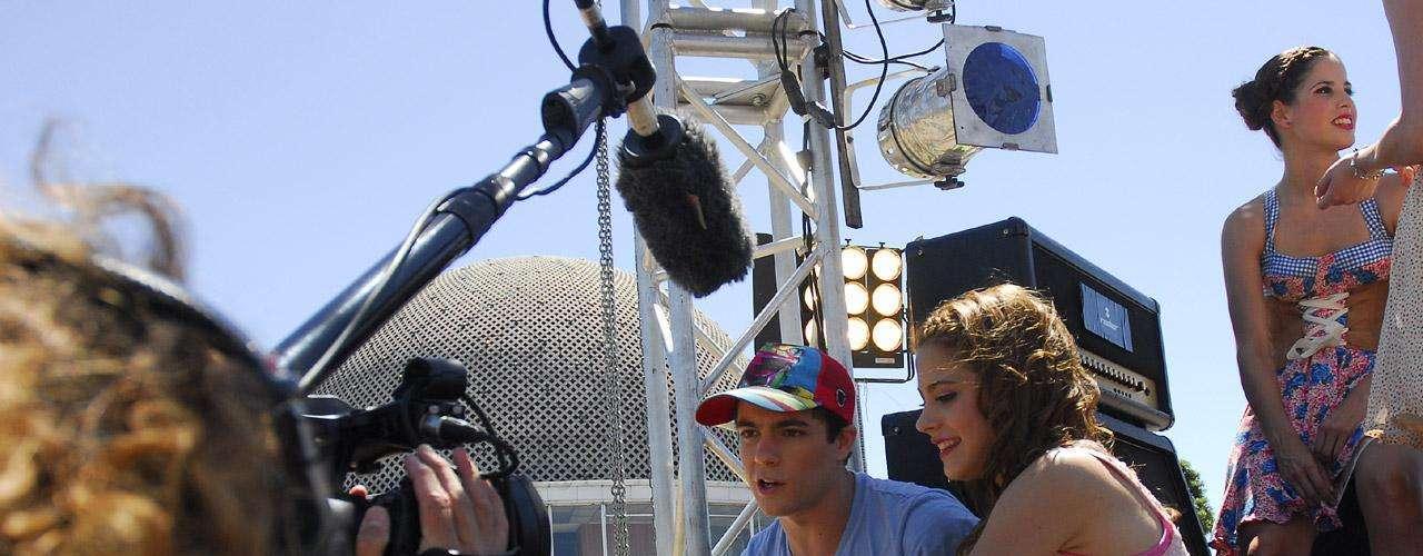 Checa las imágenes del detrás de cámaras de la grabación del videoclip 'En mi Mundo', de la nueva serie de Disney Channel 'Violetta'.