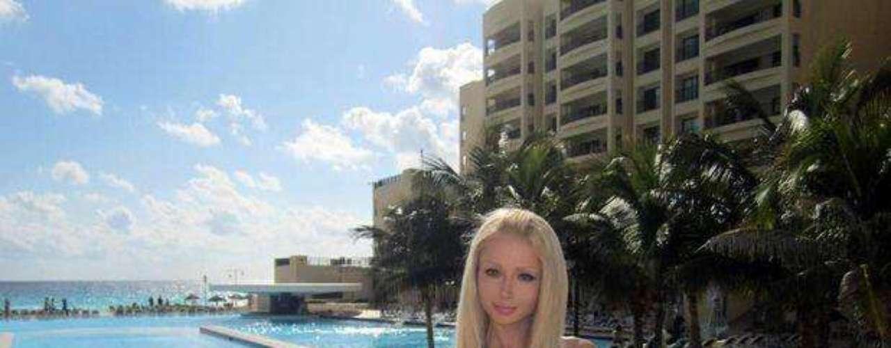 La rusa Valeria Lukyanova, más conocida como la Barbie humana, a sus 21 años llama la atención por su parecido con la legendaria muñeca.