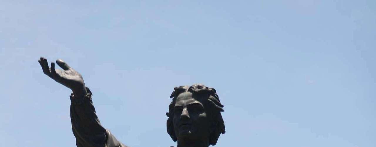 Subían a lo alto de los monumentos de Paseo de la Reforma y Centro Histórico para hacerse presentes.