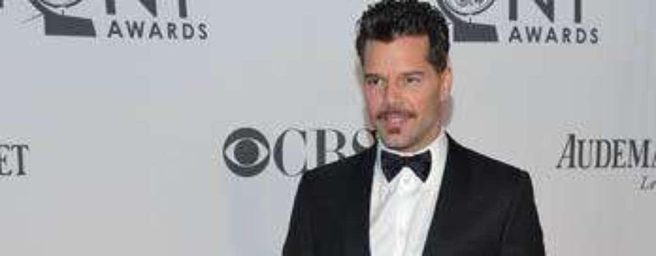 Como todo un galán, se dejó ver Ricky Martin en \