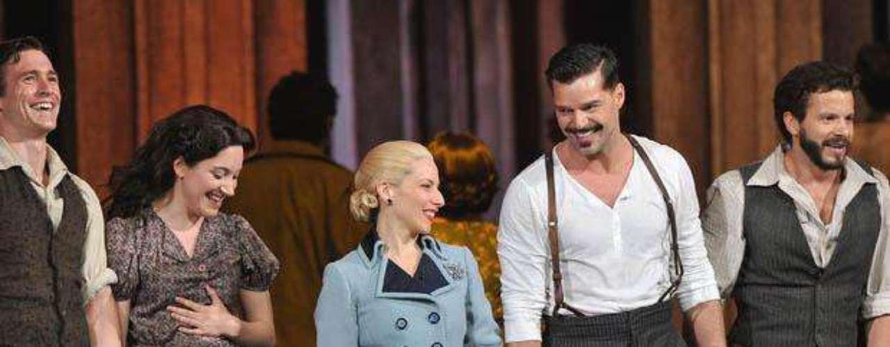 Martin, Elena Roger y el elenco de la obra \