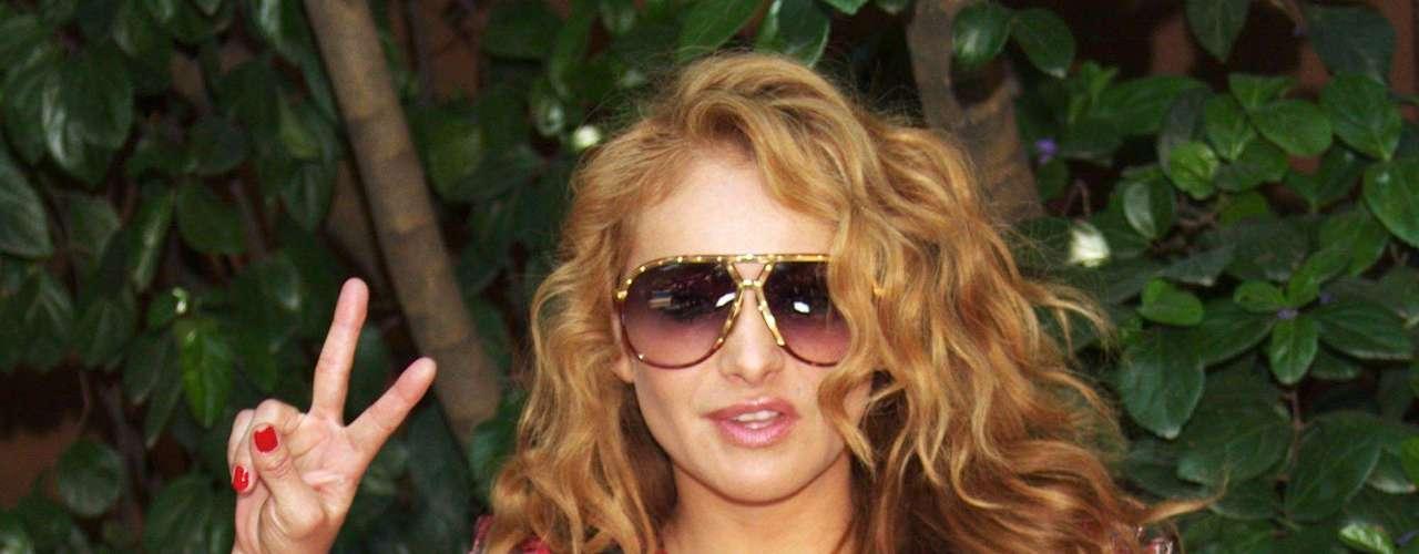 Los lentes le van de maravilla a Paulina Rubio.