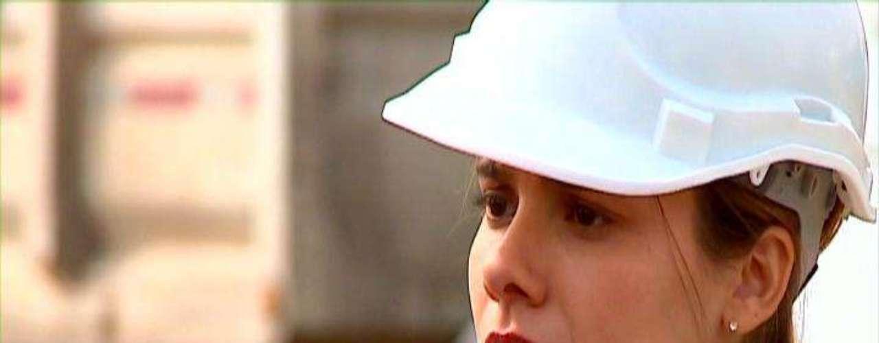 """Todo un éxito resultó el debut de la nueva teleserie de TVN, """"Dama y obrero"""", la cual trajo a la pantalla el fugaz """"flechazo"""" que se entre Ignacia (María Gracia Omegna) y Julio (Francisco Pérez-Bannen). La producción promedió 17,7 puntos en su horario, 14:50 a 15:43 horas, logrando un peak de 20 unidades, mientras que La Red se quedó con 1,6 Mega con 6,7, Chilevisión con 5,9 y Canal 13 con 5.2, según información entregada por el canal estatal."""