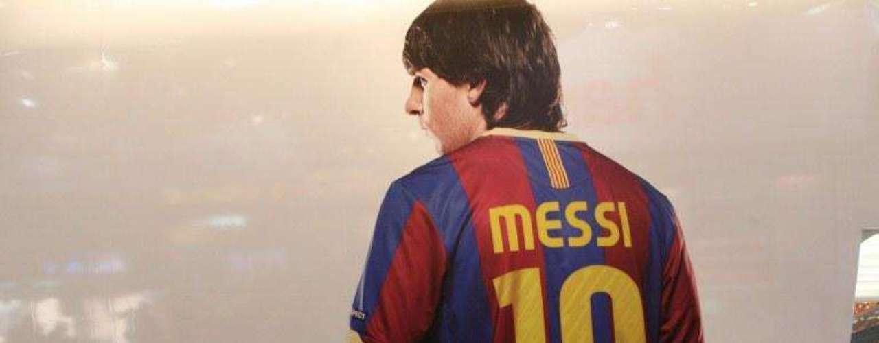 Durante el mes de agosto de 2011, en Alemania fue expuesta esta pintura del jugador que tuvo gran acogida por los visitantes al lugar, confirmando que Messi hasta en pintura logra robarse las miradas
