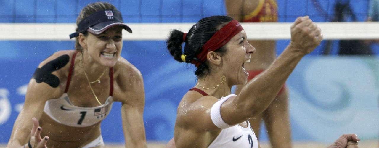 Para ser mormón, tiene gustos muy liberales en lo que a deportes se refiere. Como lo declaró en televisión, su deporte olímpico favorito es el voleibol de playa femenino, cuyos reveladores trajes van en contra del recato que caracteriza a su religión.