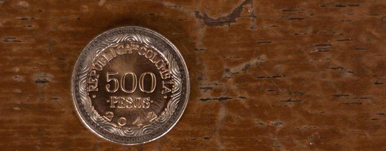 Moneda de 500: su grabado en el anverso es la imagen de la Rana de Cristal, en la parte inferior unas líneas finas onduladas, representando agua en movimiento, con el nombre común y nombre científico de la rana en la parte superior.