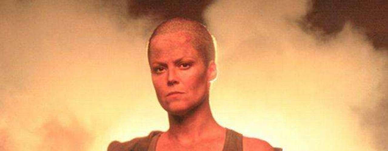 En 1997, Sigourney Weaver fue una de las primeras mujeres rapadas en Hollywood gracias a su rol de la 'Teniente Ripley' en la tercera parte de la película 'Alien'.