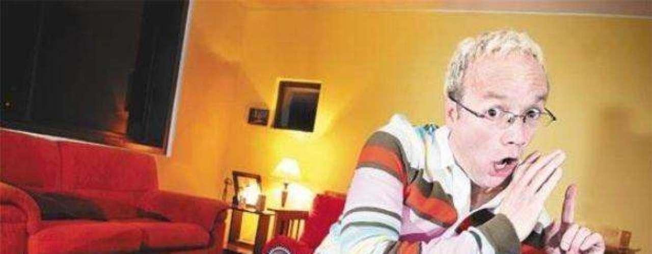 Carlos Giraldo. El presentador del programa 'Sweet' es de los pocos famosos colombianos que han admitido su homosexualidad sin tapujos. Actores, cantantes y hasta personajes de cómics han declarado abiertamente sus preferencias sexuales en los últimos años, conozca quiénes son.