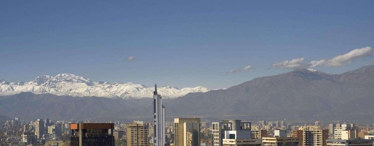 Muchos países de Latinoamérica quisieran estar en esa posición, pero la distinción del país más pacífico de la región le tocó a Chile, según el índice de Paz Global 2012. Esta nación ocupa el puesto 38 en una lista de 158 países.