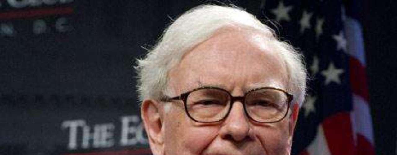 Warren Buffett: Estaba en el tercer lugar, pero ahora ocupa el cuarto puesto. El tercero es de Anancio Ortega.  Buffett es un inversionista, empresario y filántropo estadounidense. Es considerado como uno de los más grandes inversionistas en el mundo y es el mayor accionista y CEO de Berkshire Hathaway. Tiene una fortuna de $45,000 millones de dólares.