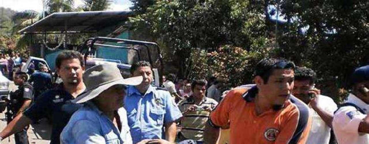 Varios civiles auxiliaron en las labores de rescate para apoyar a los lesionados