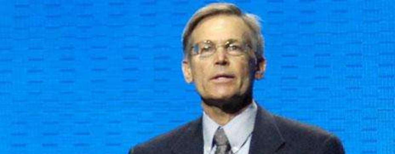 Jim C. Walton: Es el hijo menor de Sam Walton, uno de los fundadores de la cadena de supermercados Wal-Mart y presidente del Banco Arvest. Es dueño de una fortuna de $26,100 millones de dólares.