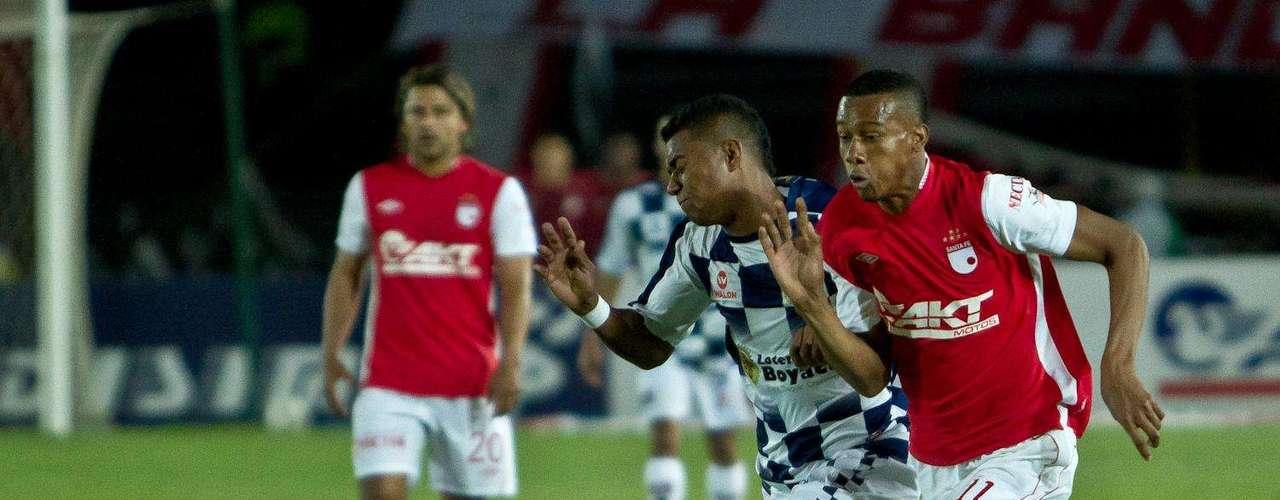 Jonathan Copete (d), uno de los destacado de Independiente Santa Fe, en el juego que ganó 1-0 al Boyacá Chicó.