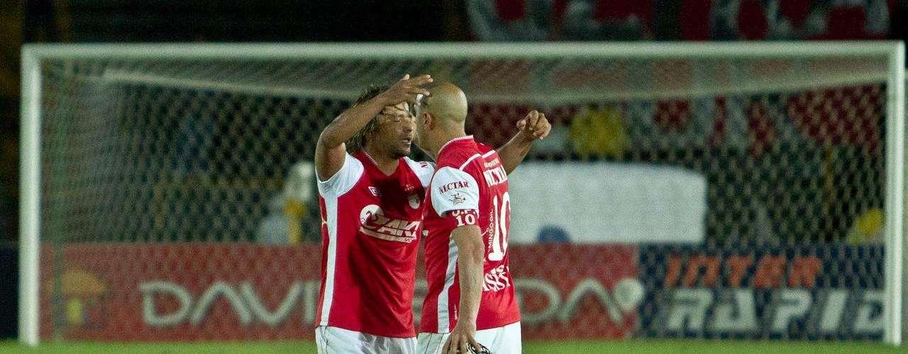 Gerardo Bedoya y Omar Pérez, inrtentaron en pelota quieta marcar un gol para Independiente Santa Fe.