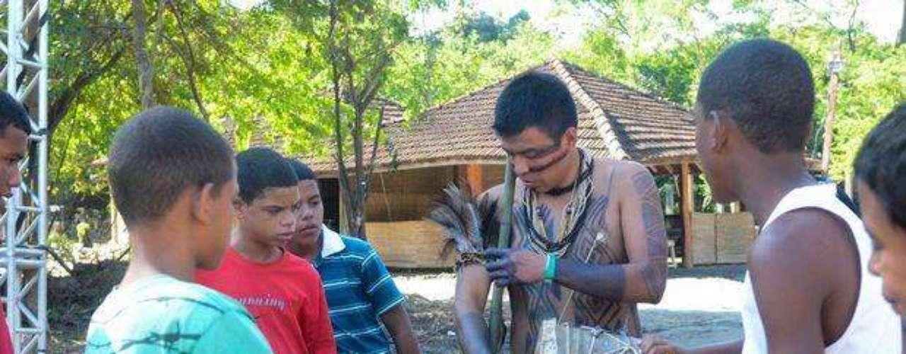 Los locales también visitaron al campamento armado en Jacarepaguá