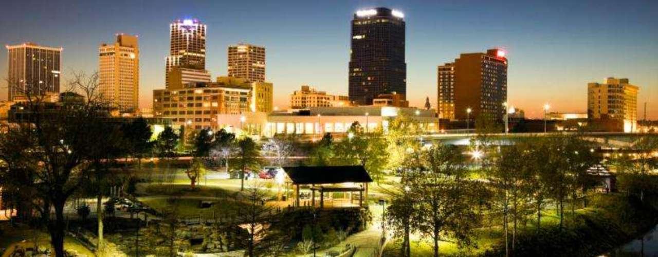Little Rock, en Arkansas, tiene un desempleo entre moderado y bajo (7,2%), un ingreso medio de más de 44 mil dólares y casi 200 mil habitantes. Sus números son buenos, excepto porque 14.9/1000 son crímenes violentos, lo que los ubica en la sexta colocación.