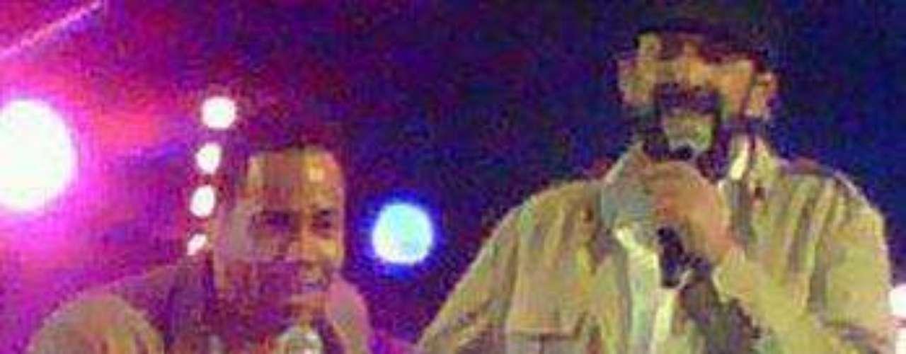 La euforia de miles de mujeres, reunidas en el Estadio Olímpico de la capital dominicana, se hizo sentir cuando Santos salió al escenario, por sorpresa, para cantar con Guerra la emblemática bachata \