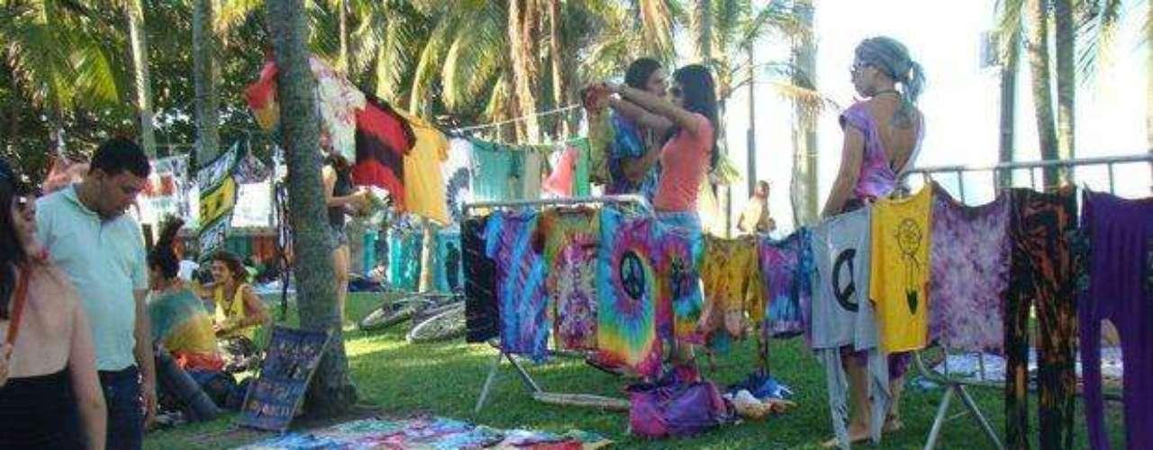 Hippies y ONGs expusieron sus creaciones durante el evento