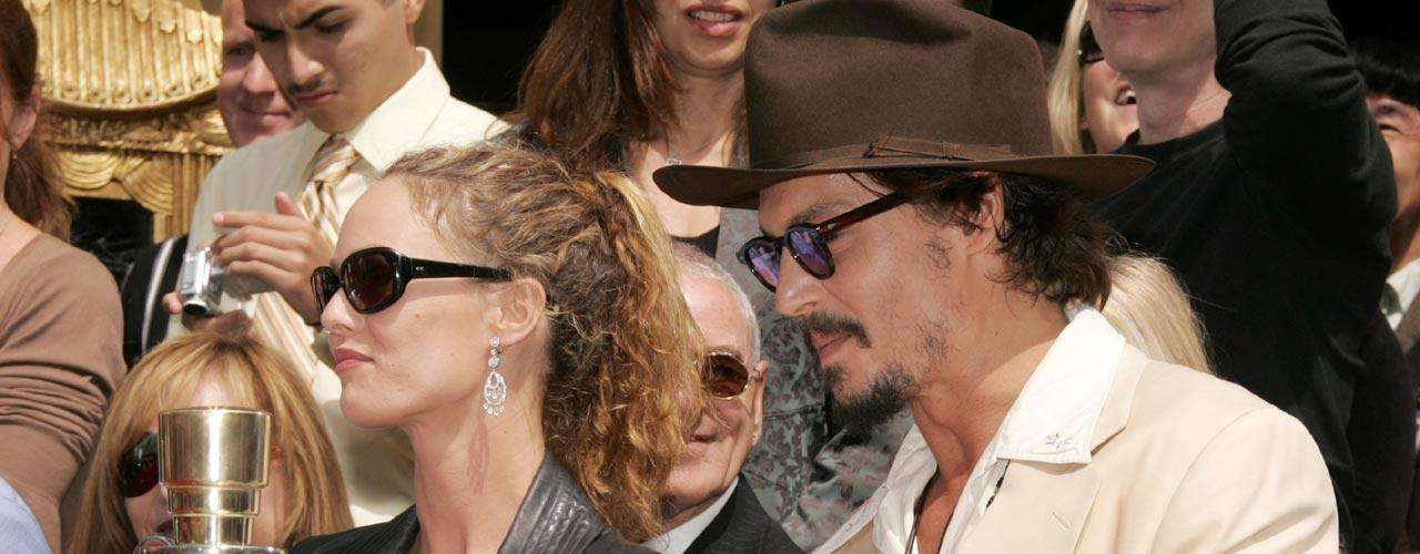 El actor de 'The Rum Diary' fue visto tomando un avión privado rumbo a Las Vegas, para ver a su amante, Amber Heard.