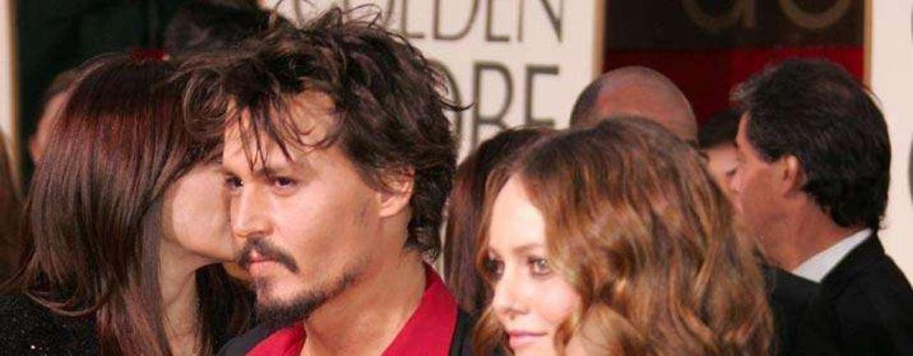 Se dice que la actriz y cantante francesa mantiene un amorío con su exnovio Matthieu Chedid.
