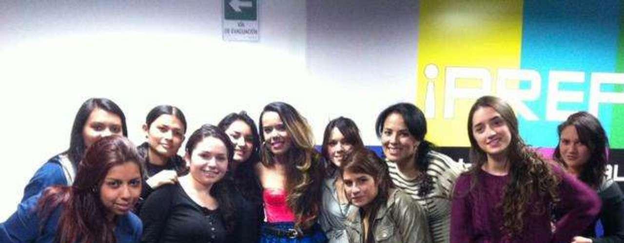 Beatriz Luengo regala amor a sus fans colombianas.