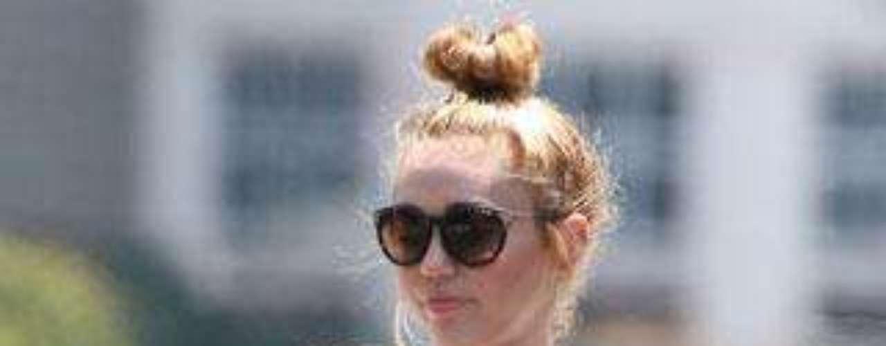 Miley Cyrus es una gran aficionada a llevar camisetas y pantalones muy cortos