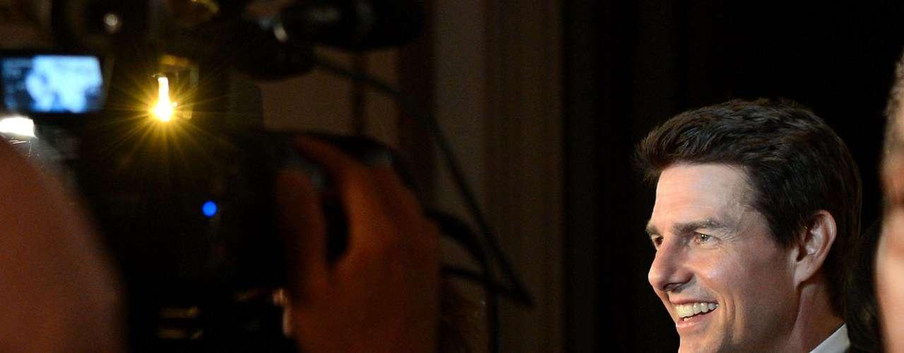 Tom Cruise, uno de los sex symbols del cine es un típico Cáncer. Nació en Siracusa, Nueva York el martes 3 de julio de 1962. En el horóscopo chino su animal regente es el tigre y el número base de su nacimiento es el 1 hecho por el cual vive una vida llena de trabajo intenso en donde debe ser capaz de asumir sus responsabilidades y una vez decidido el objetivo a alcanzar, esforzarse seriamente sin esperar la ayuda ni el apoyo de otras personas. Usando la razón podrá resolver tus problemas. Se dice también que puede ser un poco inconforme y extravagante y que debe tener paciencia y no perder nunca de vista sus objetivos.