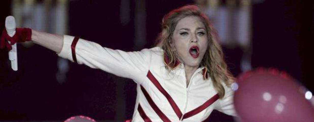 Madonna transmite toda su energía al público.
