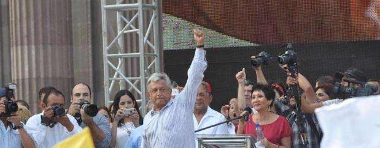Con oradores tan diversos como uno de los empresarios más prominentes y un alumno que surgió de entre la multitud, así transcurrió el cierre de campaña del candidato del Movimiento progresista, Andrés Manuel López Obrador, en la explanada de los Héroes de la Macroplaza