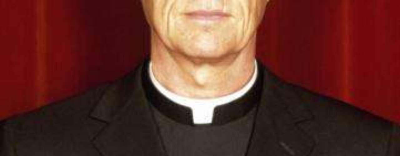 El argentino GUILLERMO sCHEFER anunció en 1998 que colgaba los hábitos tras reconocer que se había enamorado de una catequista con la que laboraba. Schefer dijo en una entrevista para BBC Mundo que dejó la institución pero no la vida devota a la fe cristiana. \