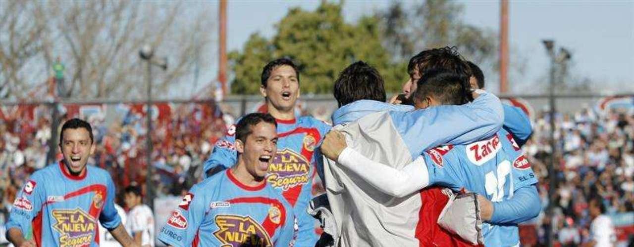 Carbonero fue una de las figuras de Arsenal. El colombiano fue ovacionado por el público cuando abandonó el terreno a pocos minutos del final.