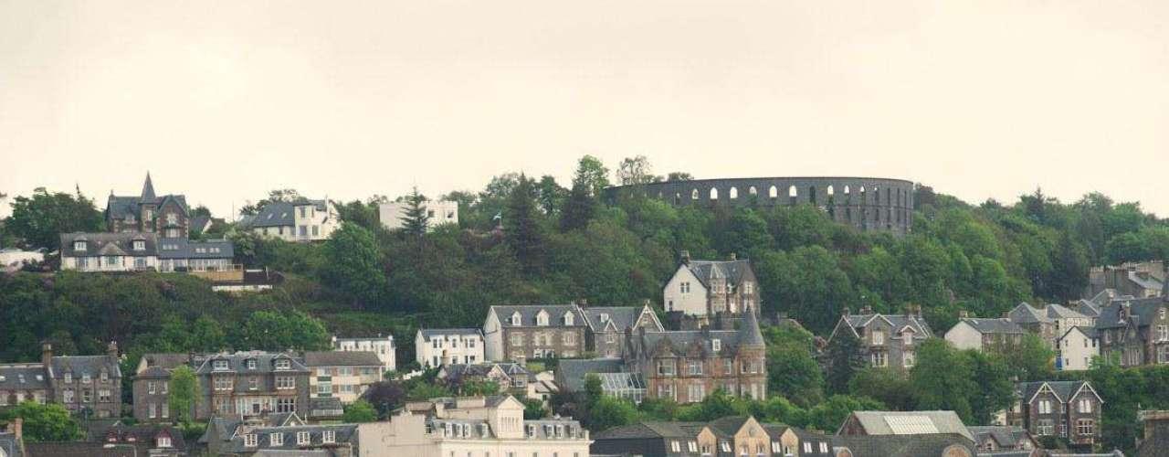 Las Tierras Altas de Escocia o Higthlands son una joya turística que recibe más de 15 millones de personas cada año. Sus paisajes y su clima templado son evidentes al pisar el lugar, pero allí se esconde también el secreto de uno de los mejores whiskies del mundo, la fórmula de James Buchanan.