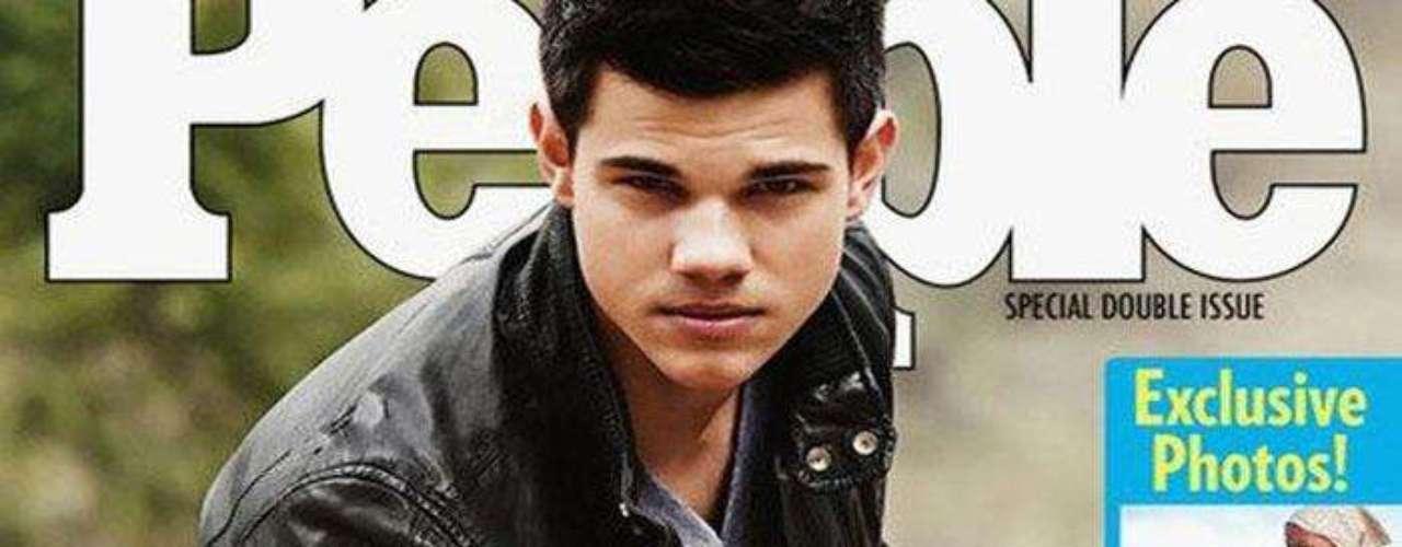 Taylor Lautner. La estrella de la saga Crepúsculo fue víctima de un fotomontaje, el cual mostraba  una imagen del actor, supuestamente, en la portada de la revista People donde anunciaba su homosexualidad  con el titular \