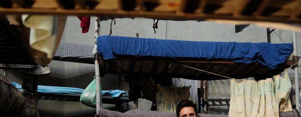 """Benjamín Vicuña, Néstor Cantillana y Luis Gnecco, se trasladaron hasta la cárcel de Buin para grabar lo que será el inicio de la segunda temporada de """"Prófugos"""", la serie chilena que fue emitida con gran éxito en el canal de cable HBO. Se espera que esta secuela se estrene a fines del primer semestre de 2013, la cual promete más acción, sangre y crueldad que la primera temporada."""