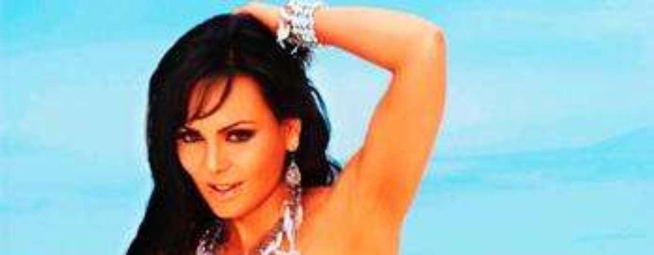 A los 53 añitos, Maribel tiene uno de los cuerpos mas provocativos del reg-mex.