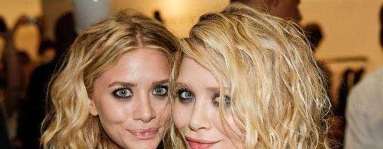 Estrellas Gemelas. Las reconocidas gemelas Mary-Kate y Ashley Olsen son las dueñas de dos records en el reconocido lugar, ya que ostentan el titulo de ser las artistas más jóvenes en recibir una estrella del paseo, pues tan solo tenían 17 años cuando se las otorgaron. También son las únicas gemelas  poseedoras de este reconocimiento.