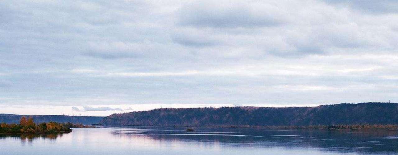 Embalse de Bratsk, Rusia. Construido en 1967, tiene más de 5 mil kilómetros cuadrados y una profundidad de 150 metros.