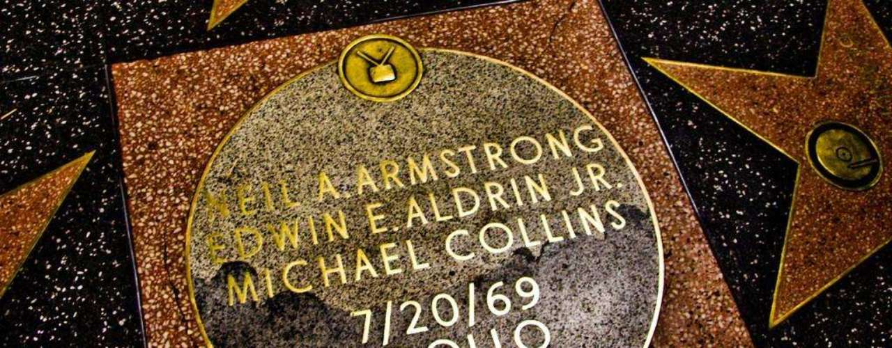 Estrellas únicas. En el cruce de Hollywood Boulevard y Vine Street se encuentran tres estrellas, en forma redonda,  en conmemoración a los astronautas de la misión 'Apollo 11': Neil Armstrong, Michael Collins y Edwin E. Aldrin.