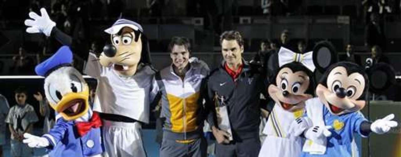 Los tenistas Rafael Nadal y Roger Federer solo dejan ver su rivalidad deportiva en las canchas. Este evento lo realizaron en España en 'La Caja Mágica' el cual era un partido de exhibición para recaudar fondos para proyectos deportivos dirigidos a los adolescentes
