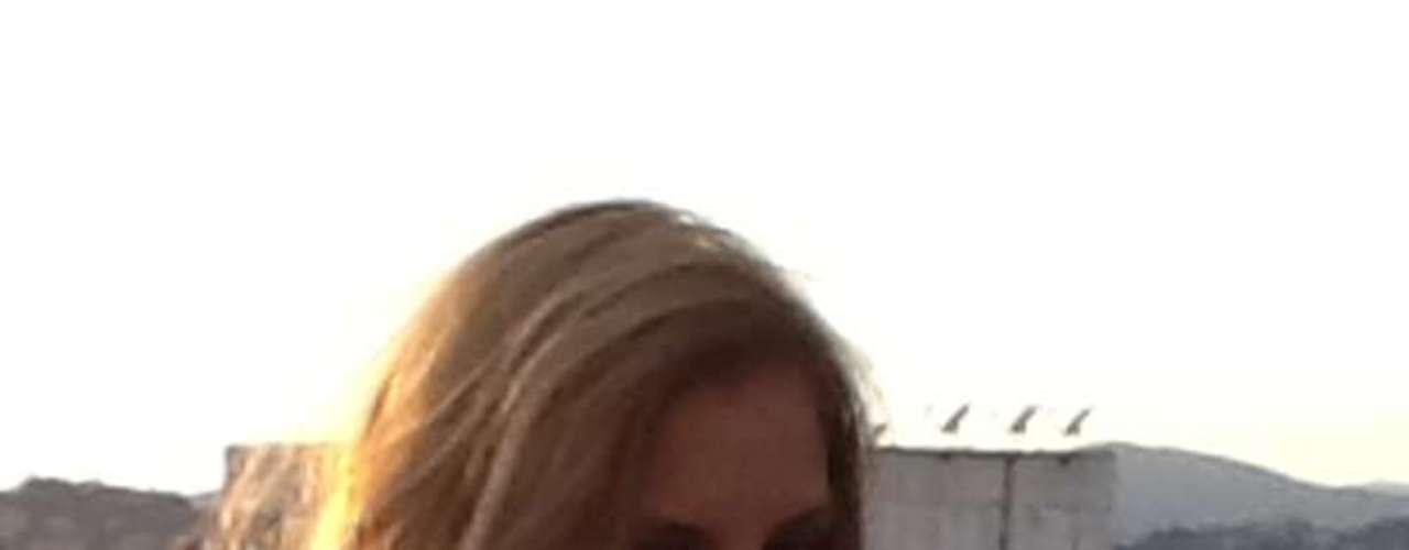 La presentadora de 'Muy Buenos Días' Laura Acuña abrió hace pocos meses su cuenta oficial de Twitter y desde ahí se dedica a responder cada mensaje que le escriben sus seguidores y de paso publicar imágenes en el set de grabación o durante sesiones fotográficas. Estas son las mejores imágenes de la santandereana.