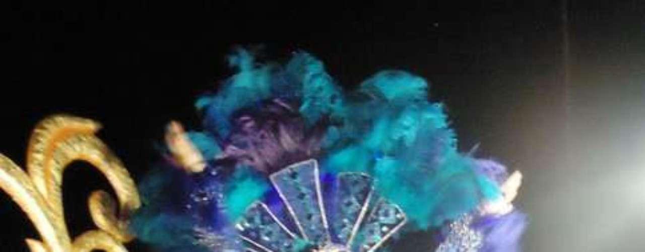 Maribel Guardia fue una reina en el Carnaval, además subió un poco la pierna para resaltar sus glúteos.
