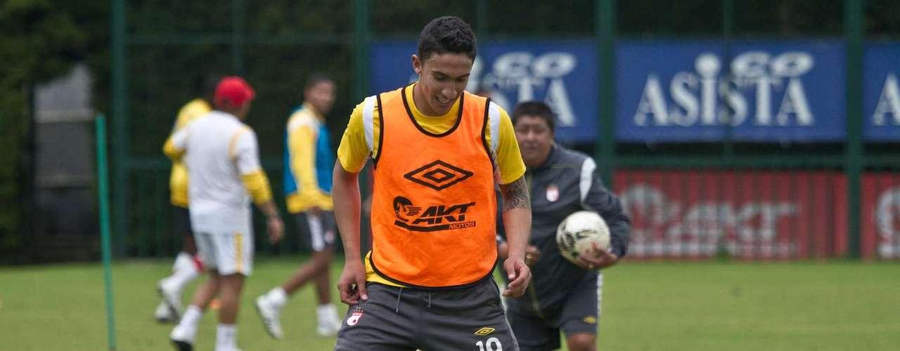 Ricardo Villarraga ahora nuevo lateral izquierdo del Benfica de Portugal, aunque por el momento se mantiene en Independiente Santa Fe.