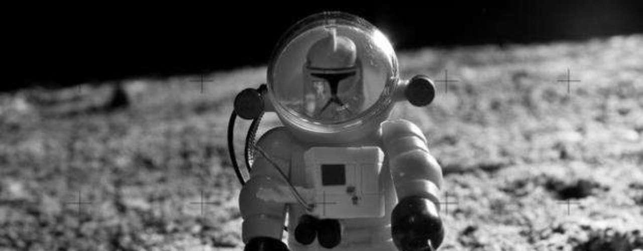 'Un pequeño paso', basado en la imagen de Neil Armstrong en la luna.