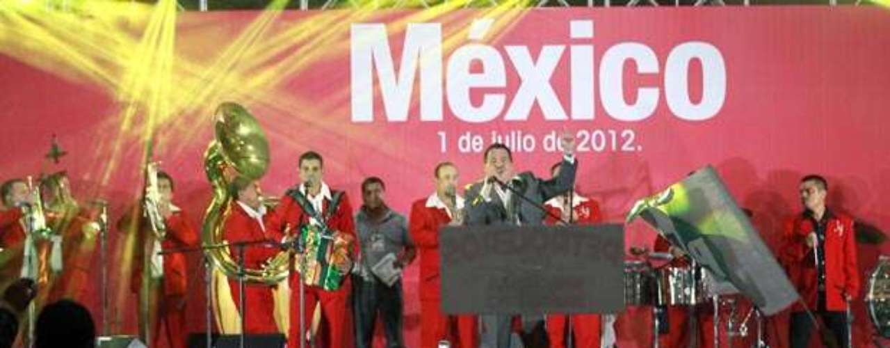 Julio Preciado participó en los festejos para celebrar el triunfo de Enrique Peña Nieto, en la elecciones presidenciales de México, realizados en las inmediaciones del CEN del PRI.